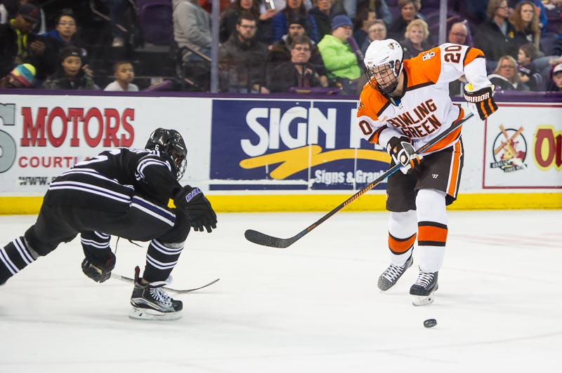 Notebook: Falcons using small-picture approach in bid for WCHA title