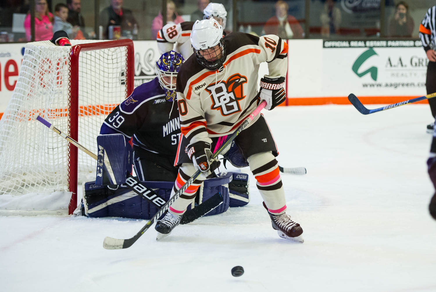 Falcons earn weekend split with 5-2 win over Mavs